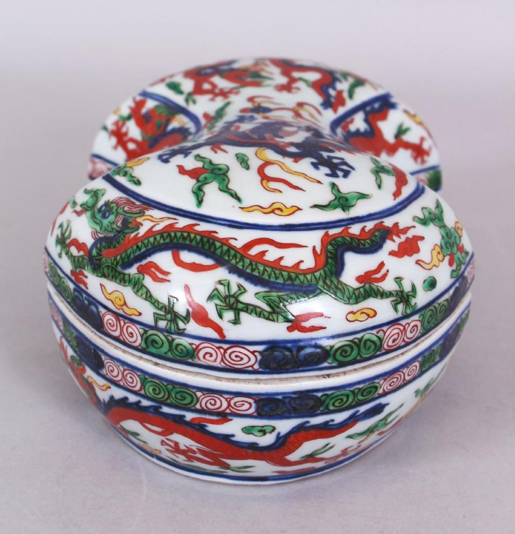 A CHINESE WANLI STYLE WUCAI SHAPED PORCELAIN DRAGON BOX - 2