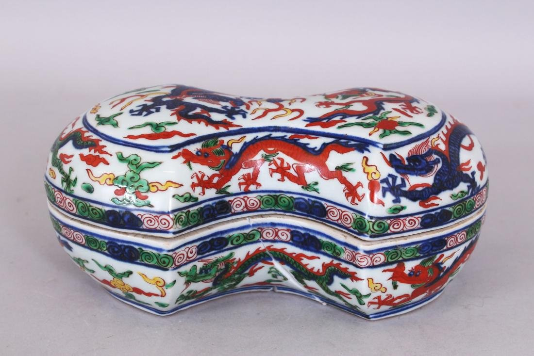 A CHINESE WANLI STYLE WUCAI SHAPED PORCELAIN DRAGON BOX - 3