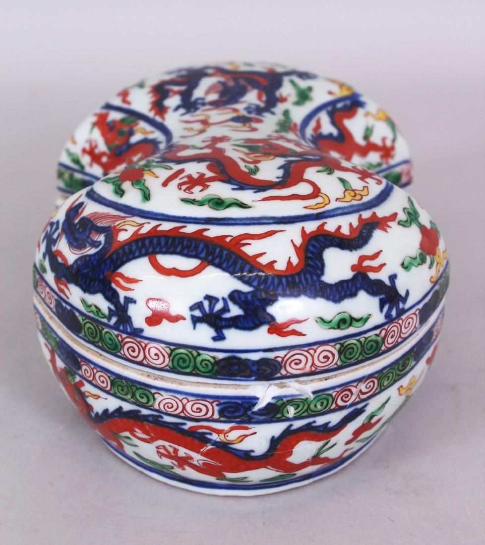 A CHINESE WANLI STYLE WUCAI SHAPED PORCELAIN DRAGON BOX - 4