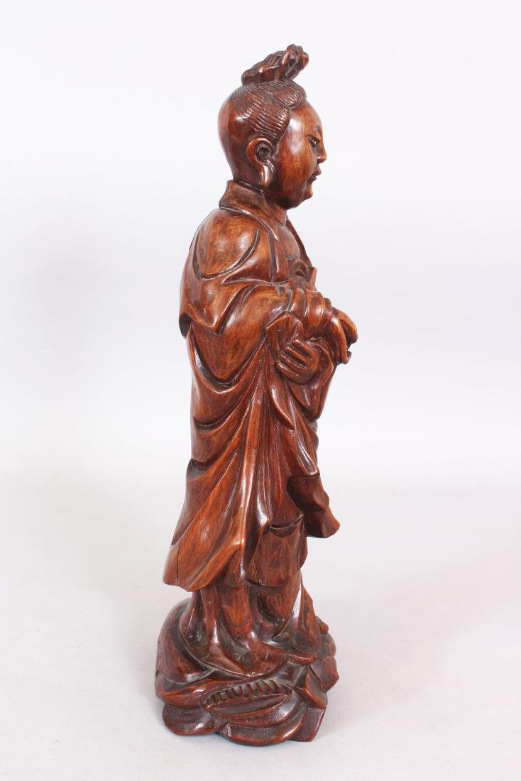 A 19TH/20TH CENTURY CHINESE CARVED WOOD FIGURE OF A - 2