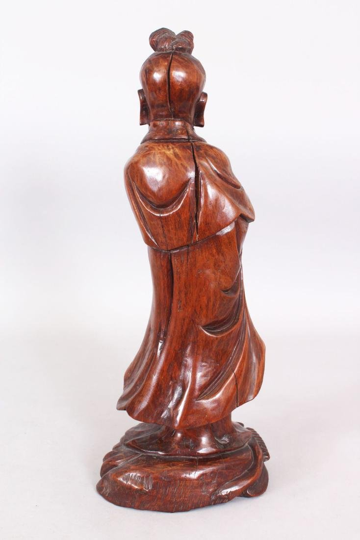 A 19TH/20TH CENTURY CHINESE CARVED WOOD FIGURE OF A - 3