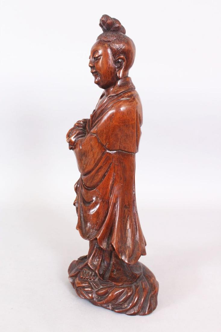 A 19TH/20TH CENTURY CHINESE CARVED WOOD FIGURE OF A - 4