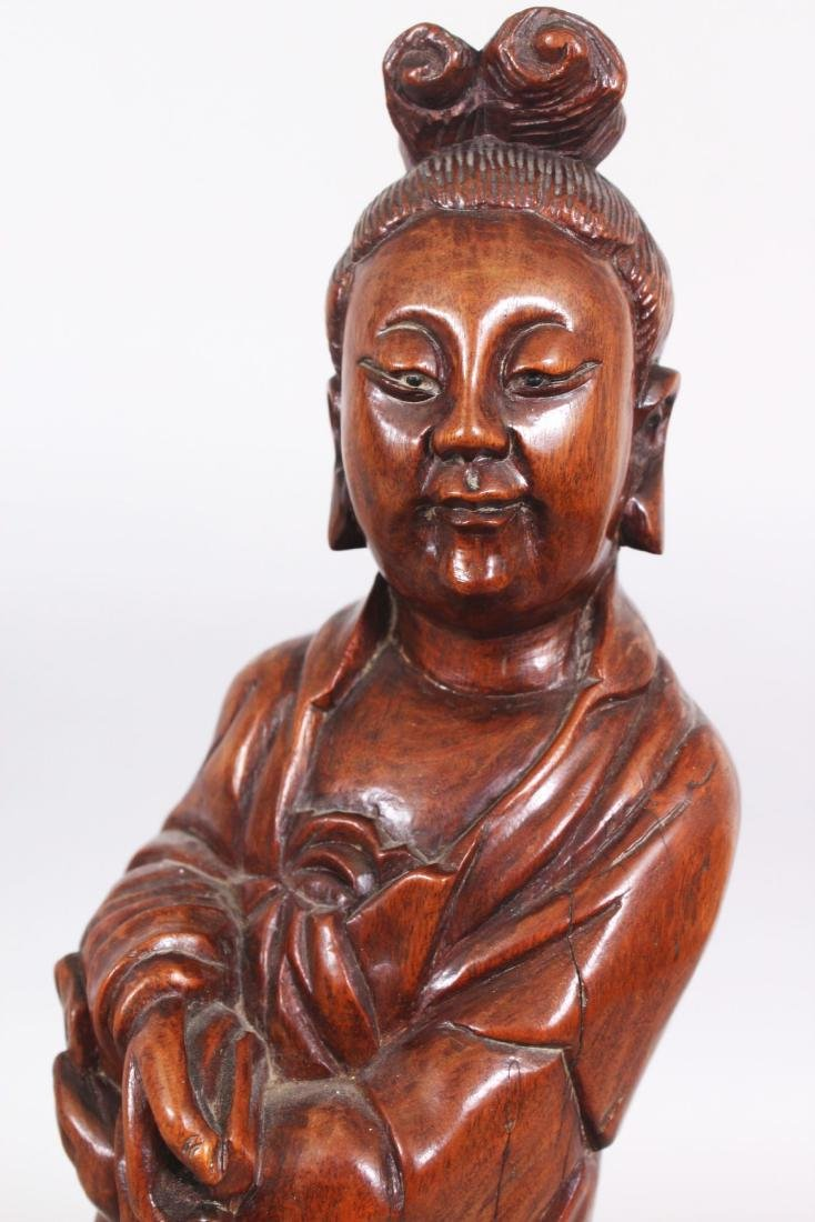 A 19TH/20TH CENTURY CHINESE CARVED WOOD FIGURE OF A - 5