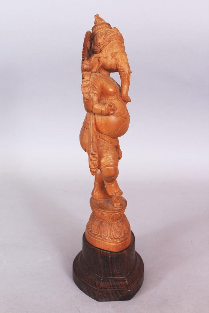 A GOOD QUALITY 20TH CENTURY INDIAN WOOD FIGURE OF - 2