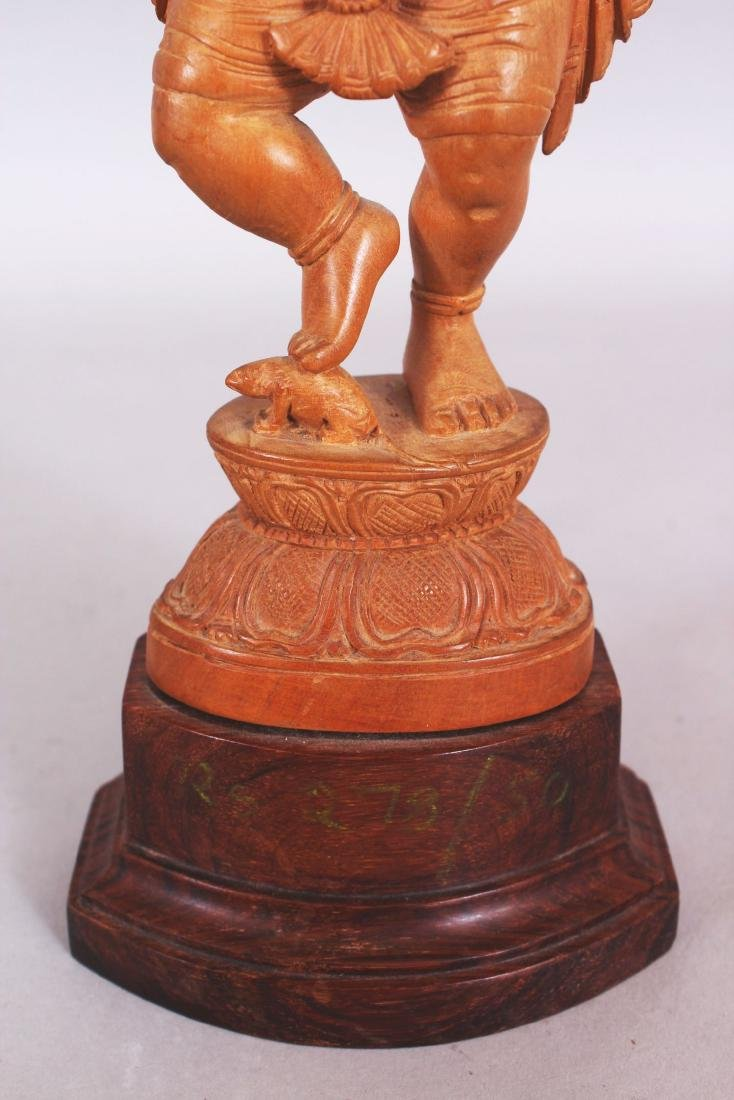 A GOOD QUALITY 20TH CENTURY INDIAN WOOD FIGURE OF - 6
