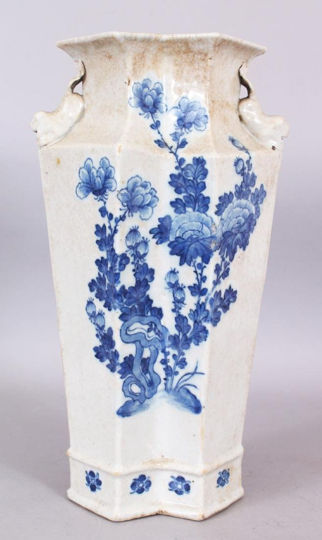 A LATE 19TH CENTURY CHINESE BLUE & WHITE CRACKLEGLAZE