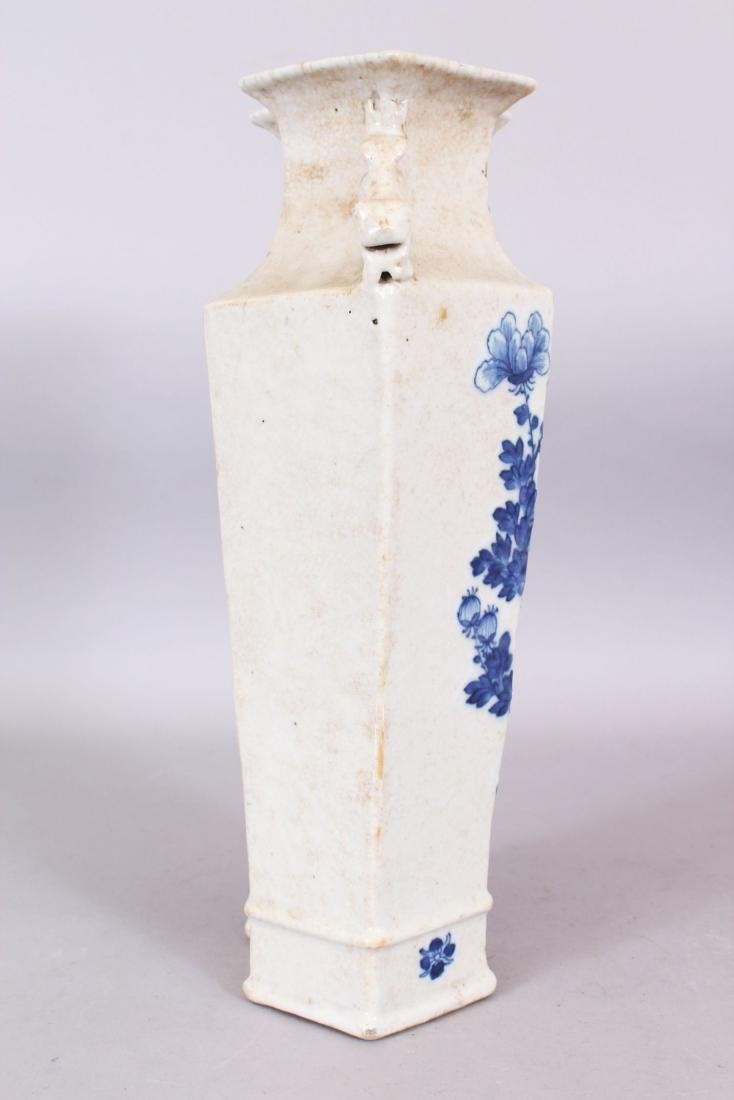 A LATE 19TH CENTURY CHINESE BLUE & WHITE CRACKLEGLAZE - 2