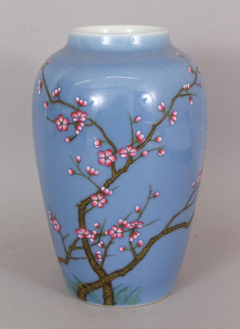 A GOOD QUALITY CHINESE FAMILLE ROSE PORCELAIN VASE,