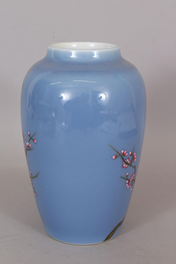 A GOOD QUALITY CHINESE FAMILLE ROSE PORCELAIN VASE, - 2
