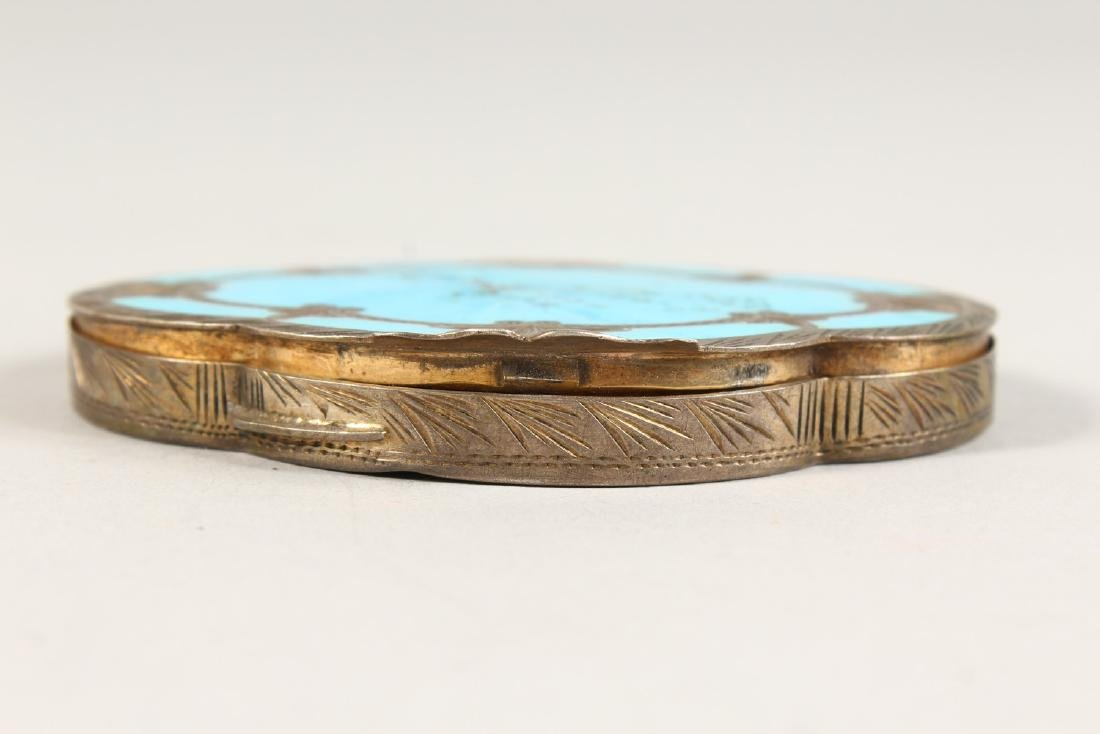 AN EDWARDIAN SILVER OVAL COMPACT. - 3