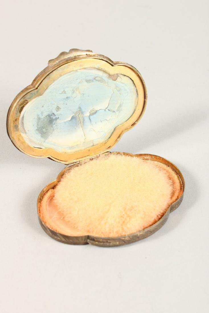 AN EDWARDIAN SILVER OVAL COMPACT. - 4