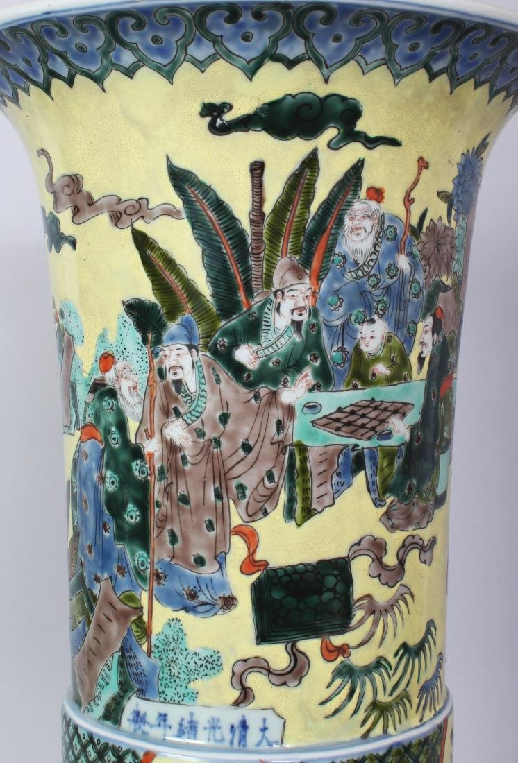 A LARGE CHINESE YELLOW GROUND FAMILLE VERTE PORCELAIN - 7