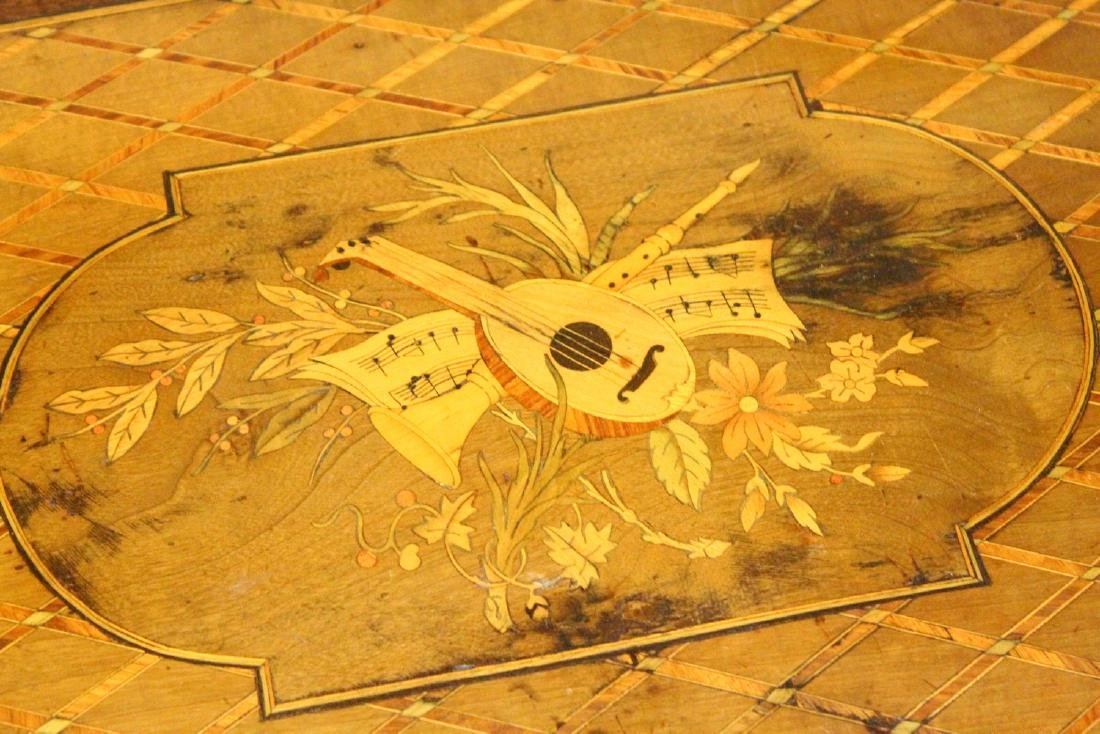 A 19TH CENTURY FRENCH KINGWOOD AND MARQUETRY INLAID - 3