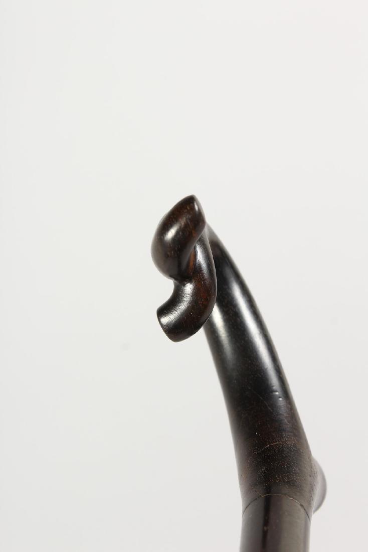 AN ELEGANT EBONY CANE.  3ft long. - 5