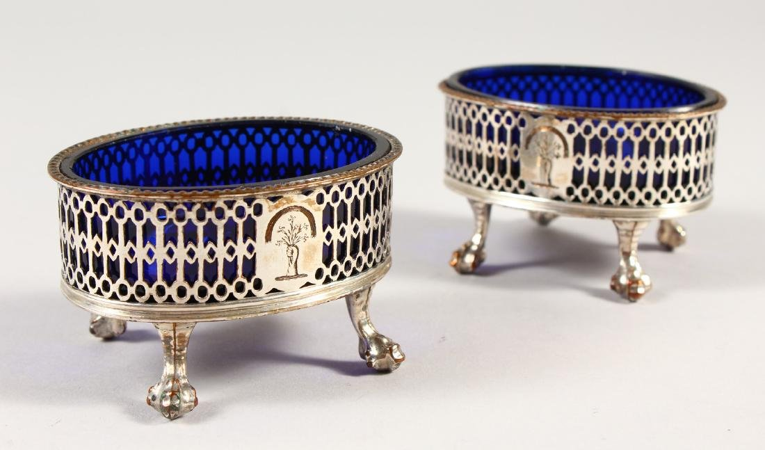 A PAIR OF OLD SHEFFIELD PLATE PIERCED SALTS with blue