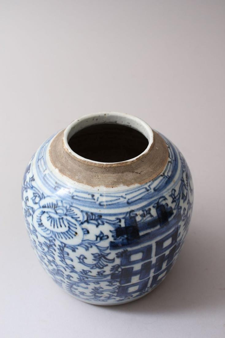 A 19TH CENTURY CHINESE BLUE &  WHITE PORCELAIN GINGER - 3