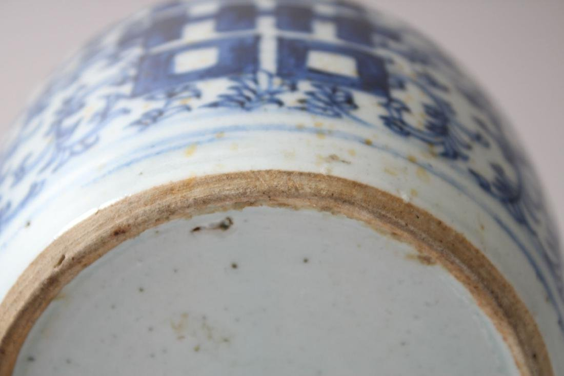 A 19TH CENTURY CHINESE BLUE &  WHITE PORCELAIN GINGER - 5