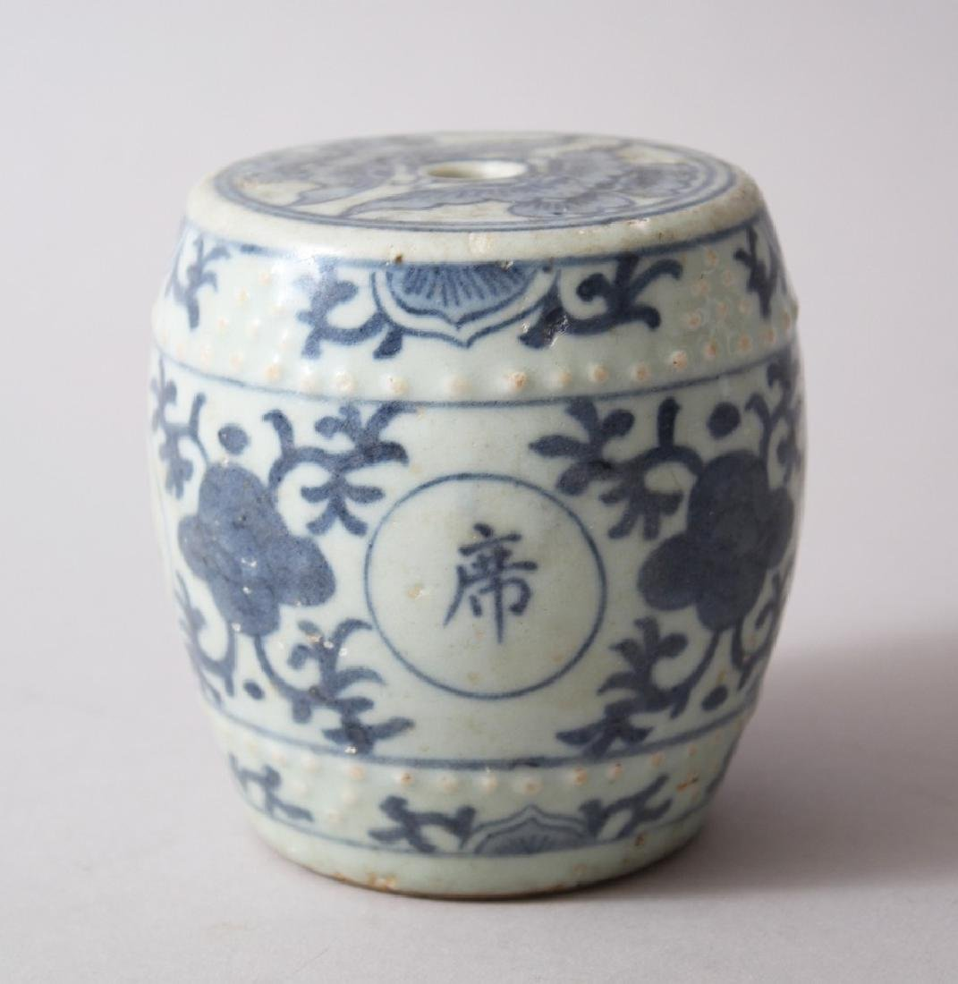 A HEAVY CHINESE MING DYNASTY BLUE & WHITE MINIATURE