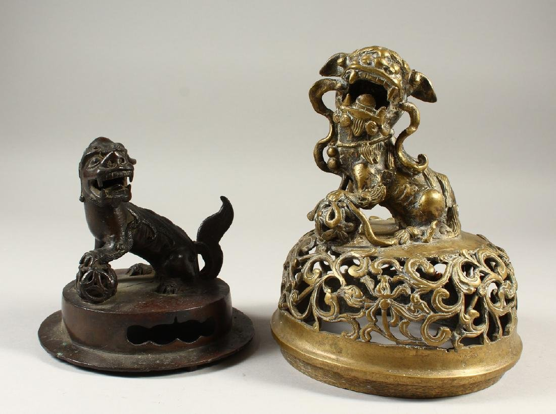 A CHINESE MING DYNASTY BRONZE KORO COVER OF LION DOG &