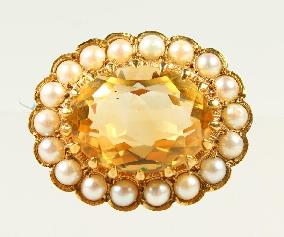 A SMALL 9CT GOLD, CITRINE AND SEED PEARL OVAL BROOCH.