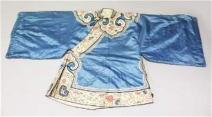 A FINE QUALITY EARLY 19TH CENTURY CHINESE EMBROIDERED