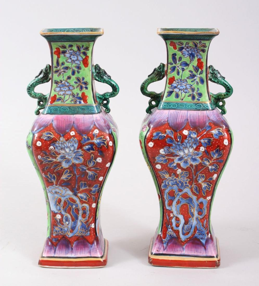 A PAIR OF 18TH CENTURY KANGXI CHINESE BLUE & WHITE