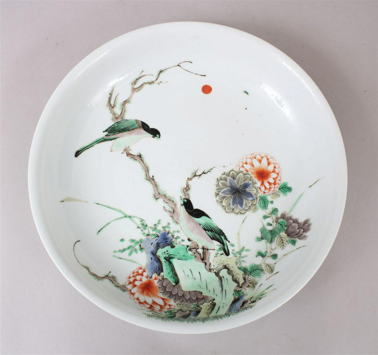 A LARGE CHINESE KANGXI STYLE FAMILLE ROSE SAUCER DISH