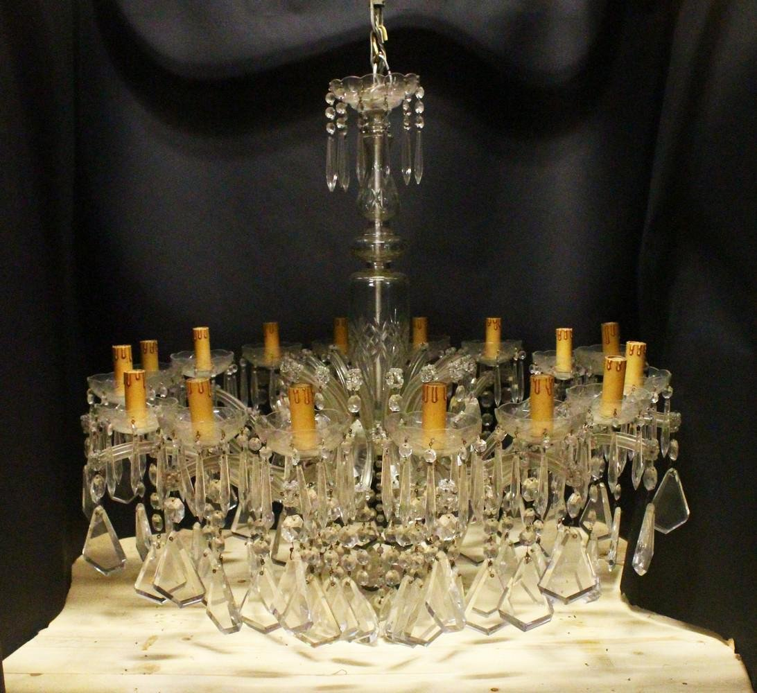 A GOOD LARGE CUT GLASS CHANDELIER, with baluster shape