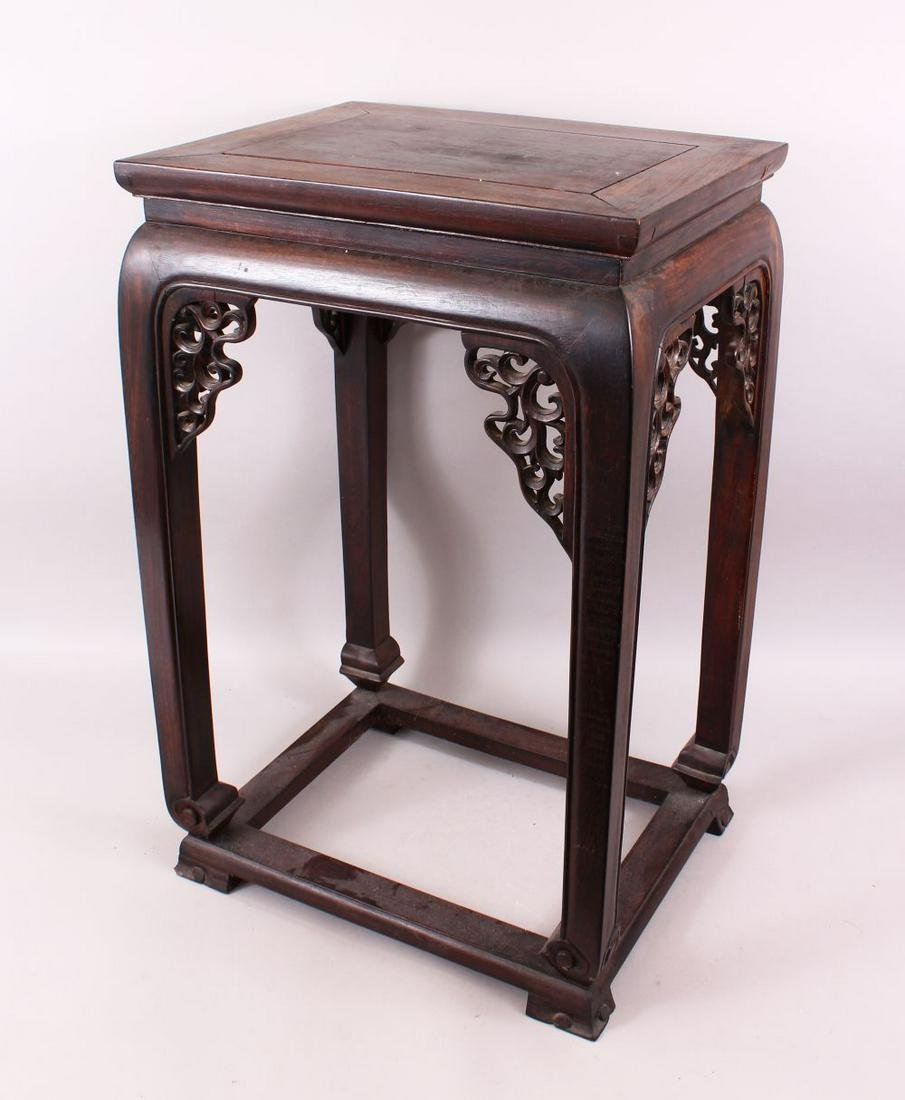 A VERY GOOD 19TH CENTURY CHINESE HARDWOOD ZITAN WOOD