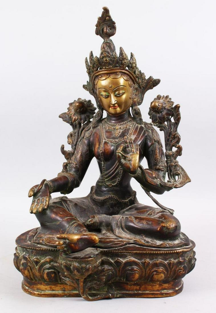 A GOOD LARGE 19TH / 20TH CENTURY THAI BRONZE BUDDHA /