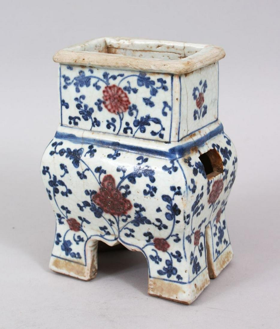 AN UNUSUAL CHINESE MING DYNASTY BLUE & WHITE PORCELAIN