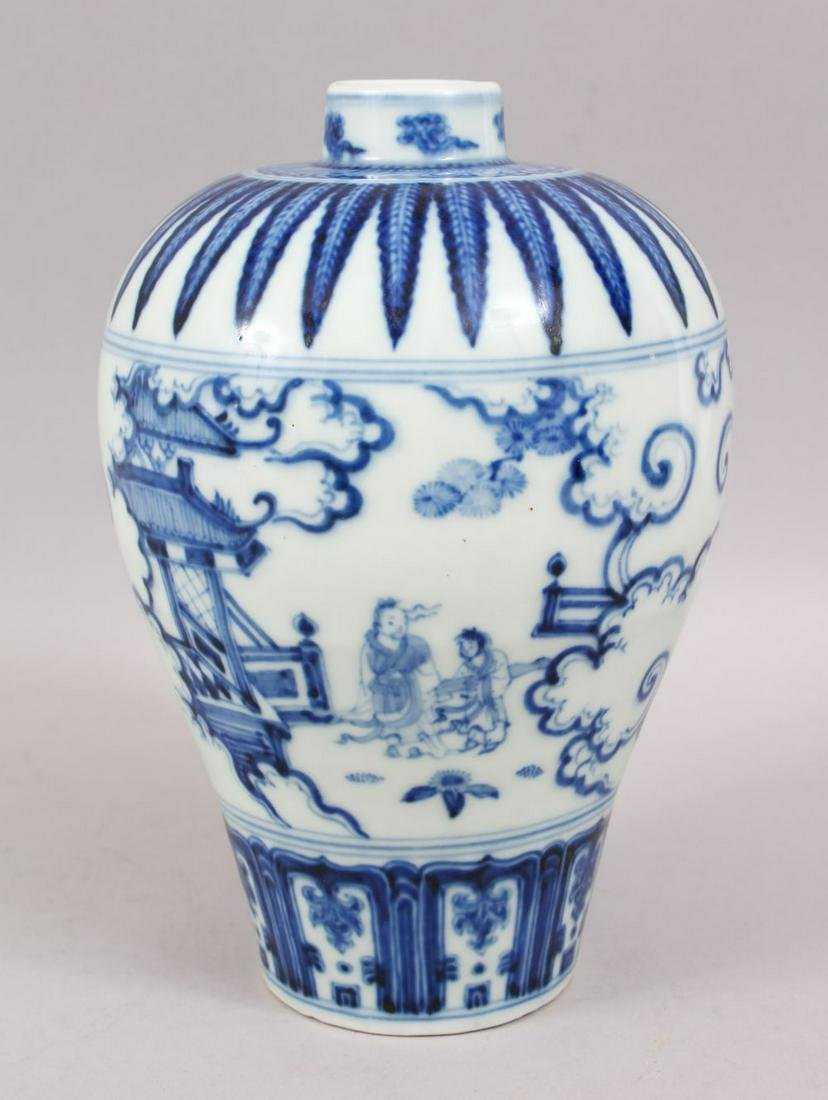 A CHINESE MING STYLE BLUE & WHITE PORCELAIN MEIPING