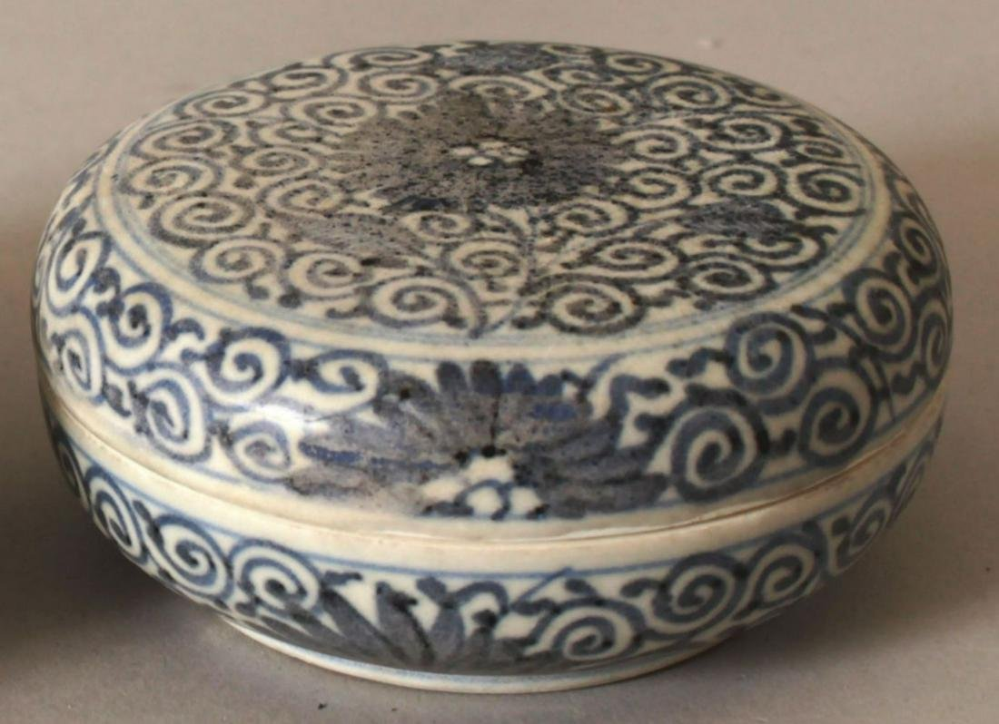 A SIMILAR CHINESE KANGXI PERIOD BLUE & WHITE SHIPWRECK
