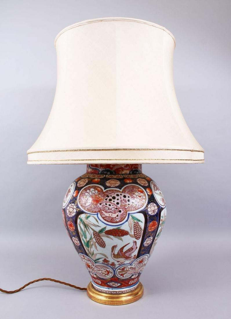 A LARGE 18TH CENTURY EDO PERIOD JAPANESE IMARI VASE /