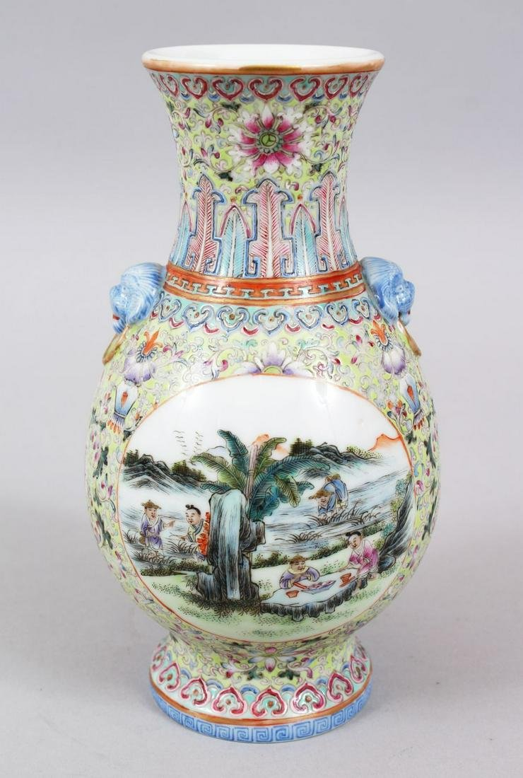 A GOOD CHINESE REPUBLIC PERIOD FAMILLE ROSE PORCELAIN