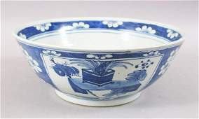 A GOOD 19TH CENTURY CHINESE BLUE AND WHITE PORCELAIN