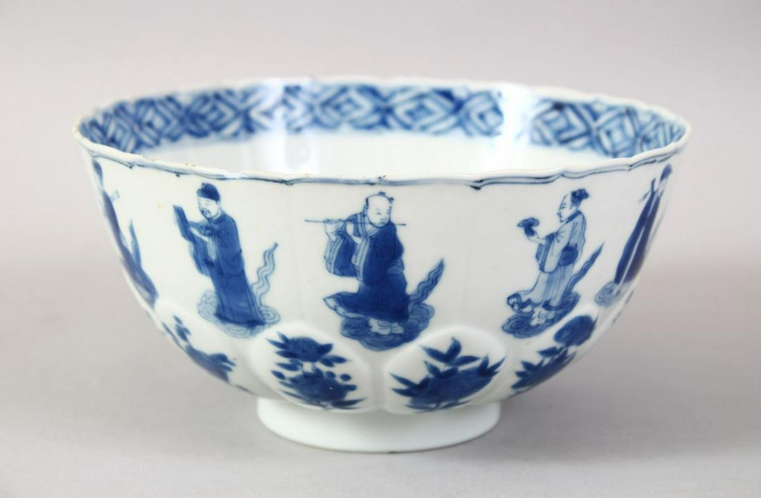 A GOOD CHINESE KANGXI PERIOD BLUE & WHITE PORCELAIN