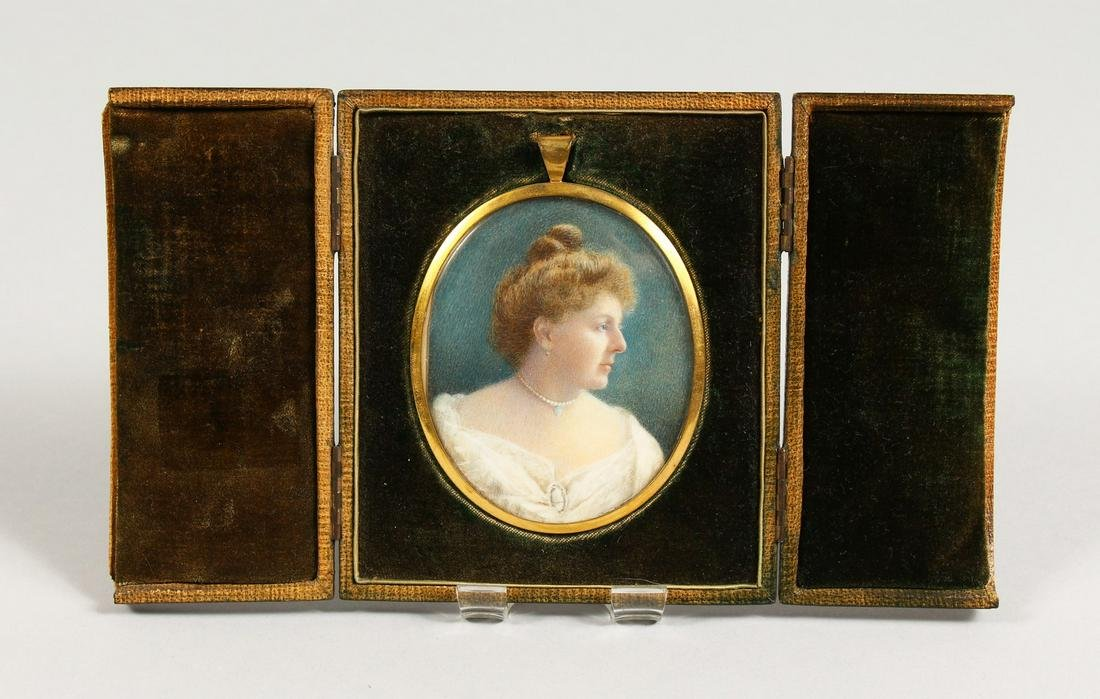 A GOOD EARLY 20TH CENTURY OVAL PORTRAIT MINIATURE OF A