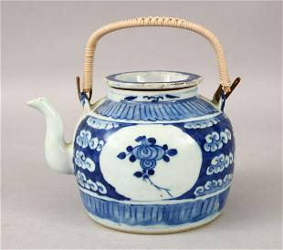 A 19TH CENTURY CHINESE BLUE WHITE PORCELAIN TEAPOT