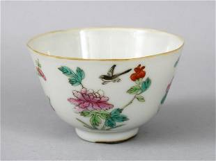 A 19TH CENTURY CHINESE FAMILLE ROSE PORCELAIN CUP the