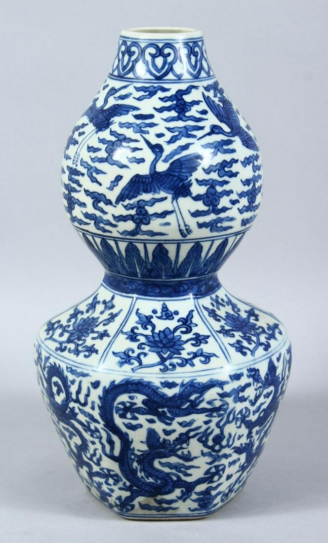 A GOOD CHINESE MING STYLE BLUE & WHITE PORCELAIN DOUBLE