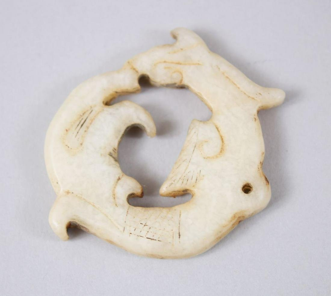 A 19TH / 20TH CENTURY CHINESE CARVED JADE PENDANT OF A