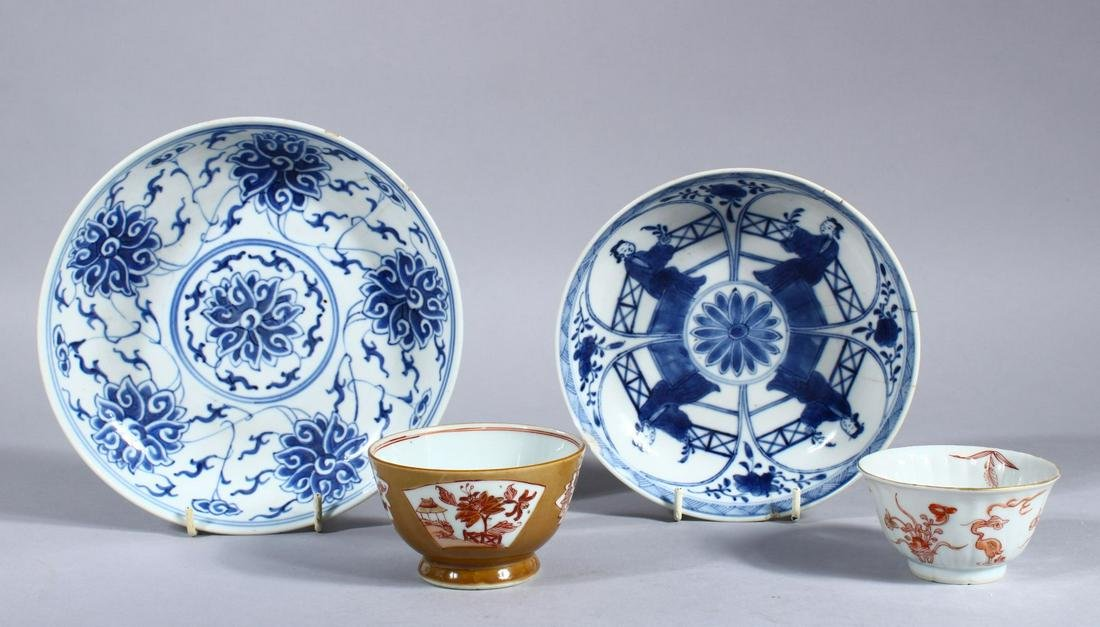 A MIXED LOT OF FOUR 18TH / 19TH CENTURY CHINESE BLUE &