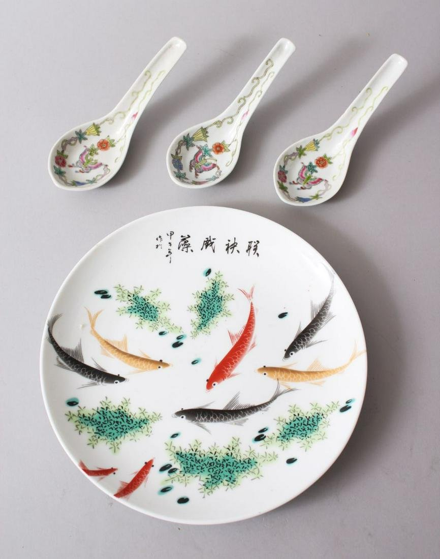 A GOOD CHINESE FAMILLE ROSE PORCELAIN PLATE & THREE