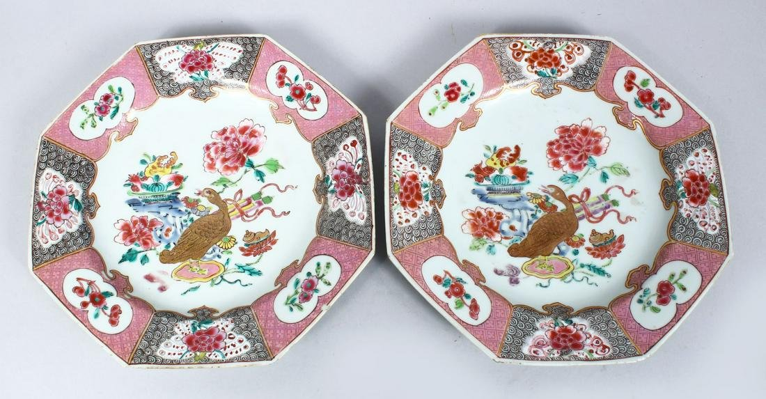 A GOOD PAIR OF 18TH / 19TH  CENTURY CHINESE FAMILLE