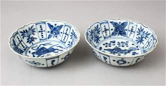 A GOOD PAIR OF CHINESE MING STYLE BLUE & WHITE