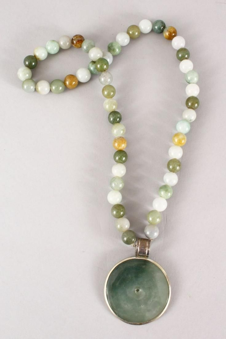 A GOOD CHINESE CARVED JADE / HARD STONE BEAD NECKLACE