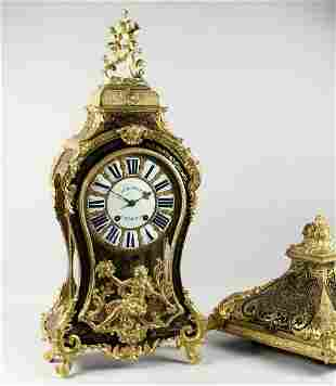 A GOOD LARGE 18TH CENTURY FRENCH BOULLE MANTLE CLOCK,