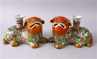 A GOOD PAIR OF 19TH CENTURY CHINESE CORAL & FAMILLE