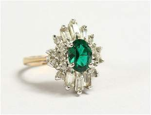 A 9CT GOLD CLUSTER RING.
